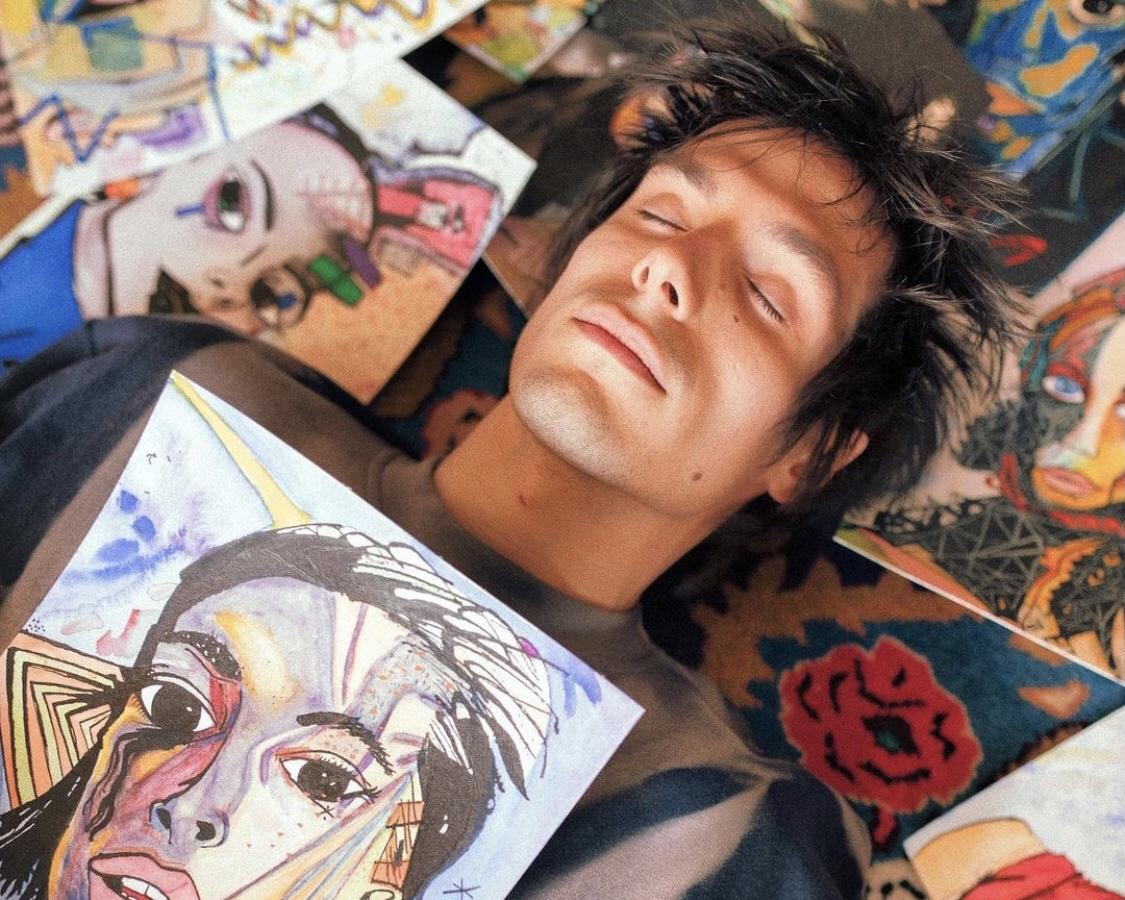 Jérémy Kapone, comédien dans le film générationel LOL, sort son livre d'art Carnet de Visage