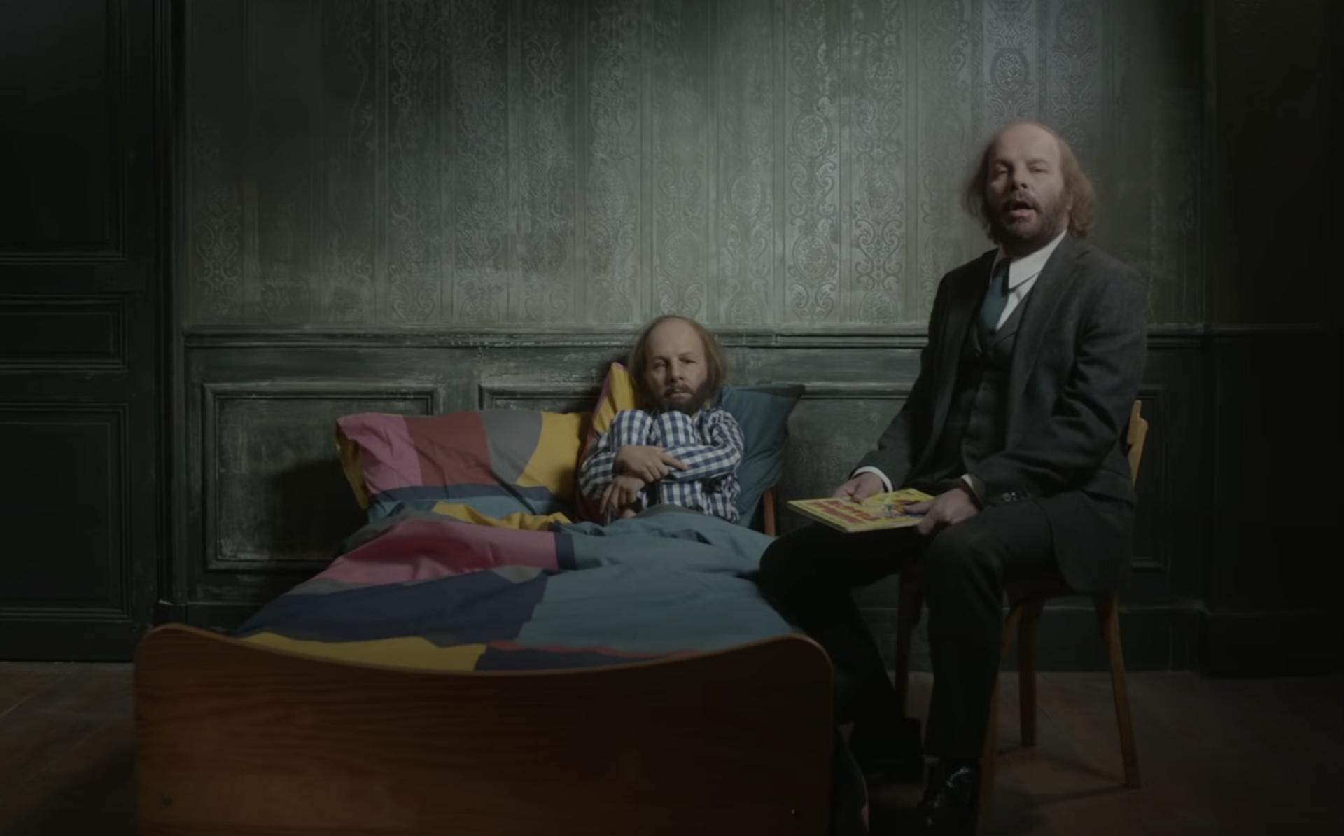 Aimez-moi: Philippe Katerine dévoile son nouveau clip dans un registre subtil et émouvant