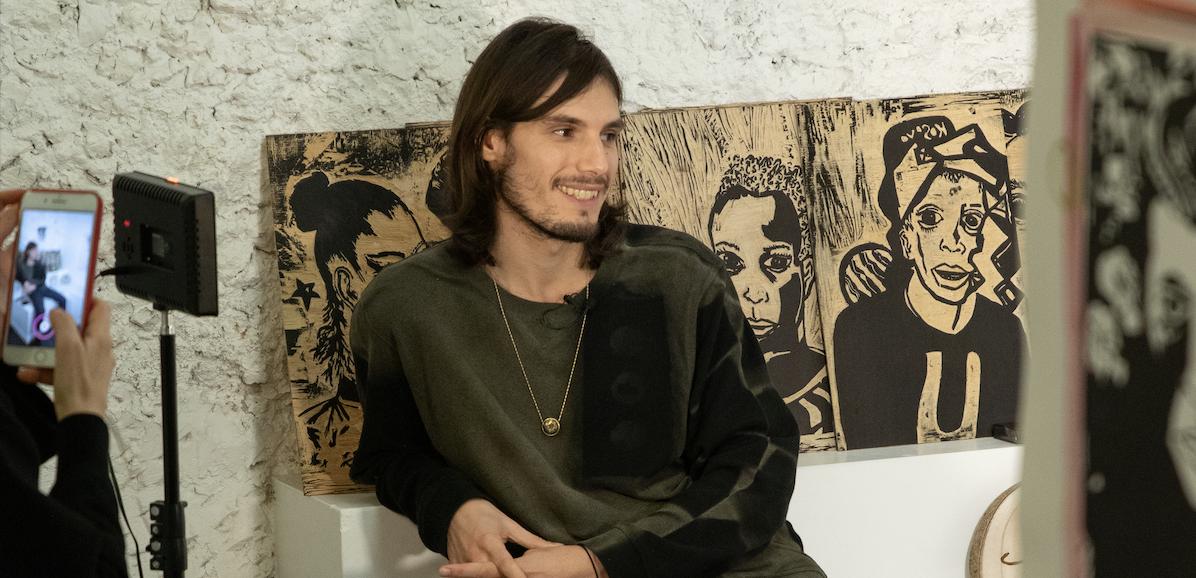 """""""Ces portraits sont toujours réalisés dans l'instant de la rencontre"""": Jérémy Kapone raconte l'histoire de Carnet de Visage"""