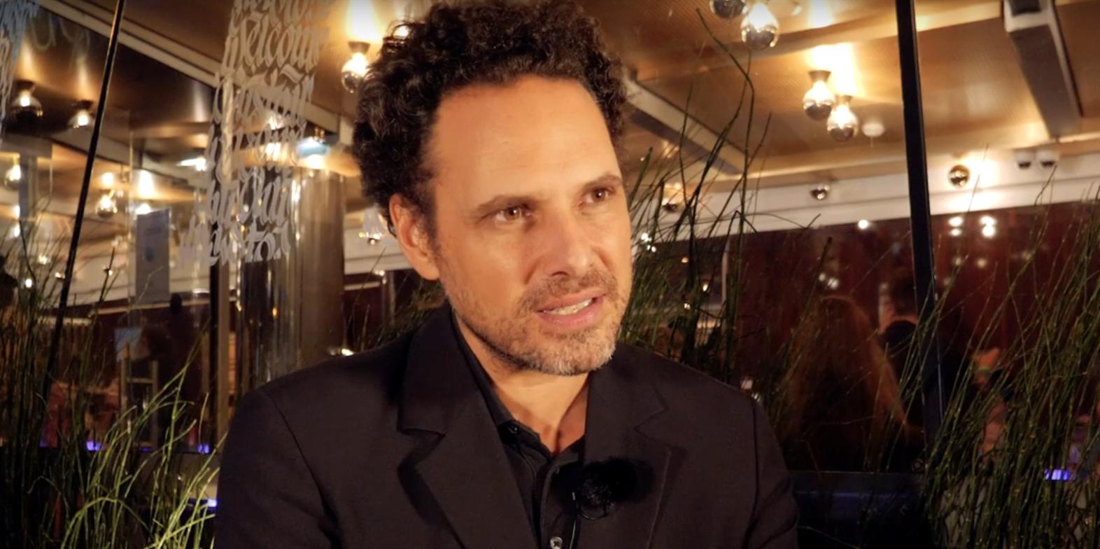 «Je suis en mission pour raconter l'histoire de gens divisés» nous raconte le réalisateur Élie Wajeman